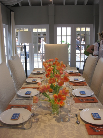 Dining room with a gorgeous summery orange theme. How cute are the Barefoot Contessa ... & Inside Ina Gartenu0027s Barn u2013